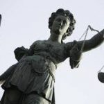 Schiefe Justitia